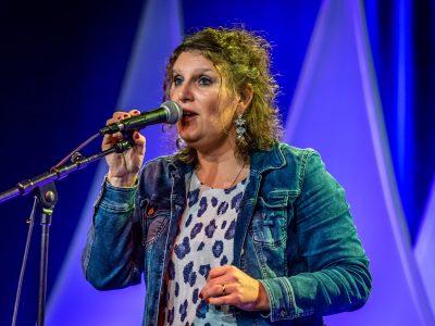 Nadine-Maes-zangeres-ja-ik-wil-trouwen-in-limburg-3